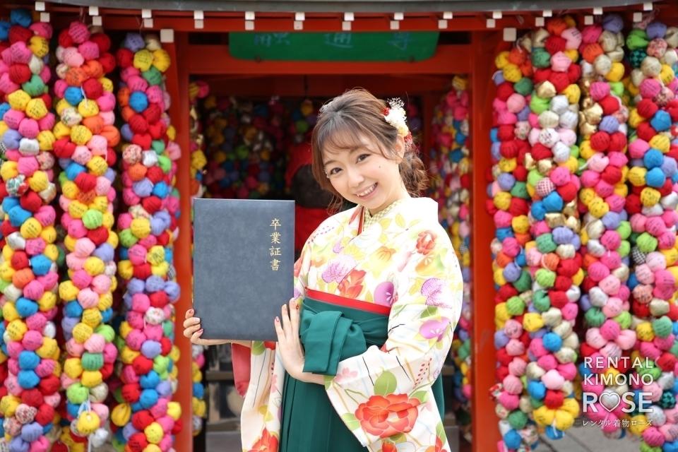 写真:卒業記念・前撮りに八坂庚申堂で卒業袴レンタルロケ撮影