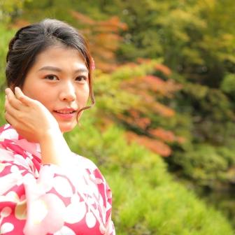 写真:海外からの美しい女性の京都一人旅をロケ撮影