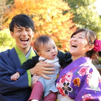 写真:赤ちゃんもご両親も笑顔いっぱいの京都東山着物旅行