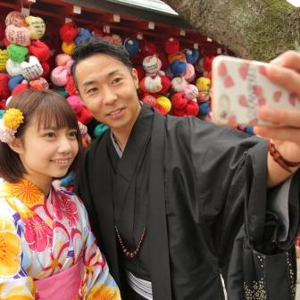 写真:カラフルキュートな着物でラブラブ京都旅行ロケ撮影