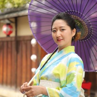 写真:絹目の和傘で凛と美しく!浴衣でロケーション撮影