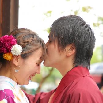 写真:小雨降りしきる京都で艷やかカップルロケ撮影