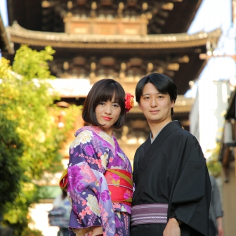 写真:国際結婚の新婚カップルさまと京都東山ロケ撮影