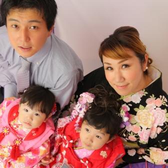写真:可愛いお嬢さま姉妹とご家族の七五三スタジオ撮影