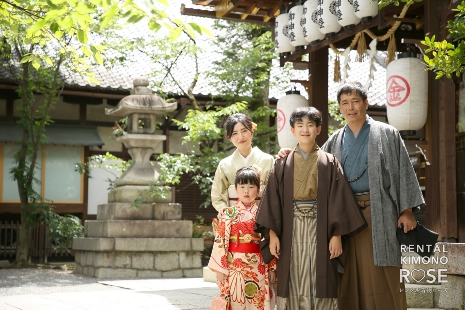 写真:京都・安井金比羅宮にてご家族着物で揃えて七五三ロケ撮影