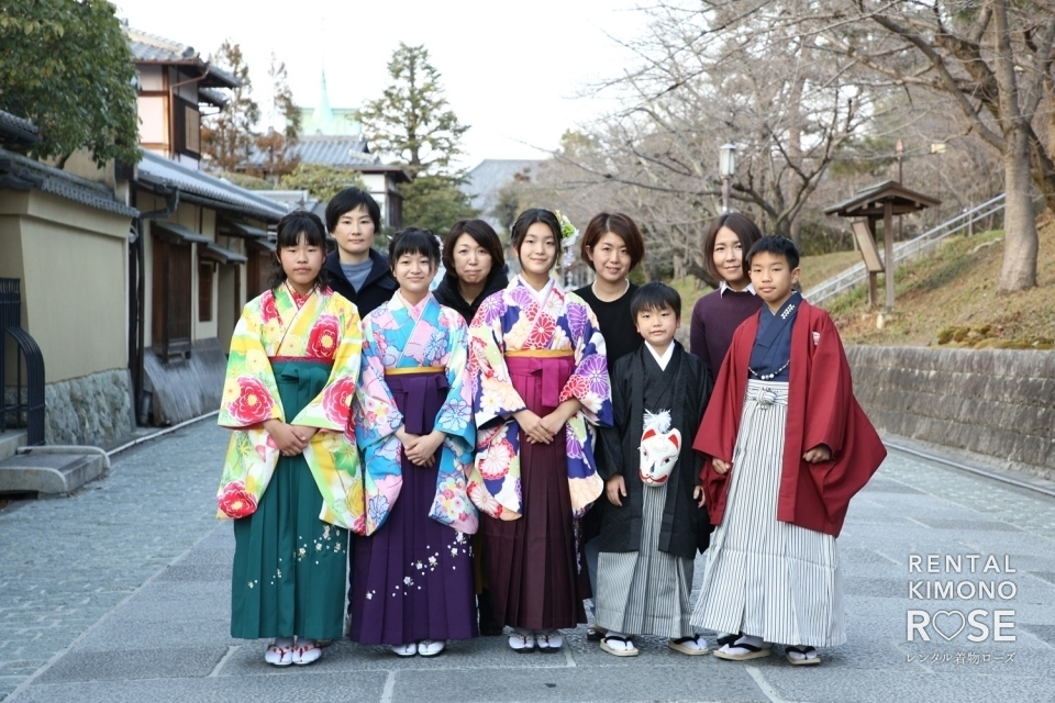 写真:小学校卒業記念・前撮りにみんなで袴レンタルロケ撮影