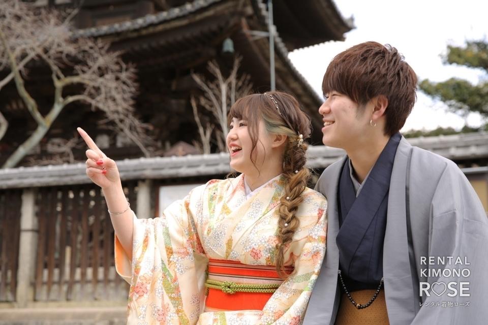 写真:京都・八坂庚申堂や八坂の塔で卒業旅行の観光ロケーション撮影