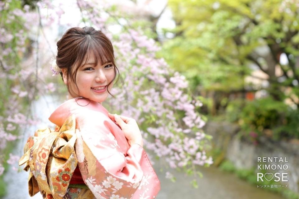 写真:桜が美しい京都・祇園白川で成人式振袖レンタルロケ撮影