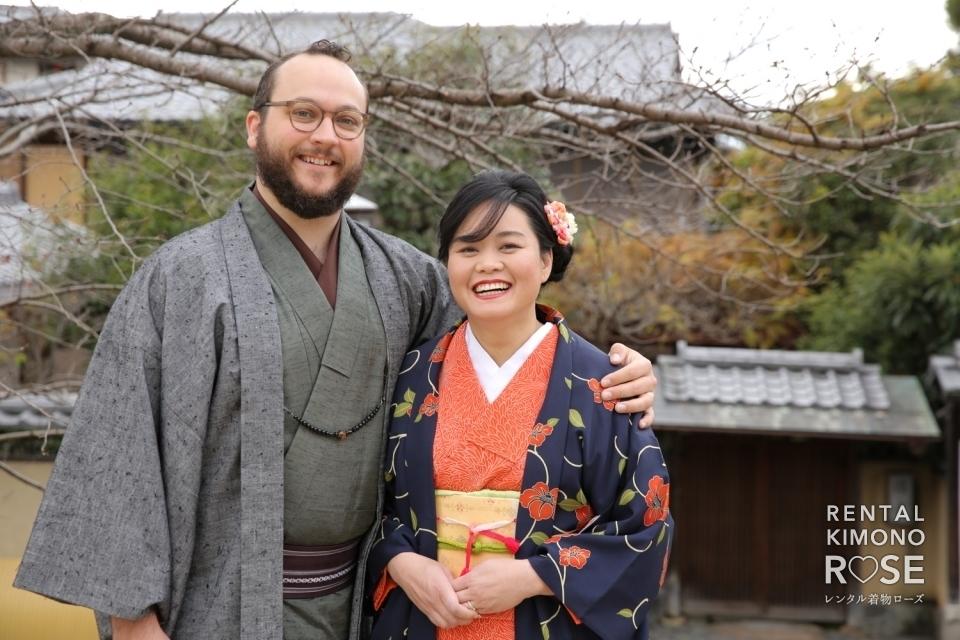 写真:京都・紅葉の八坂庚申堂や八坂の塔で海外旅行記念ロケ撮影