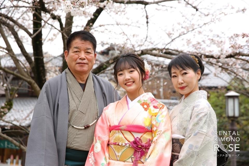 写真:桜咲く京都・八坂庚申堂やねねの道で成人式振袖持ち込みロケ撮影