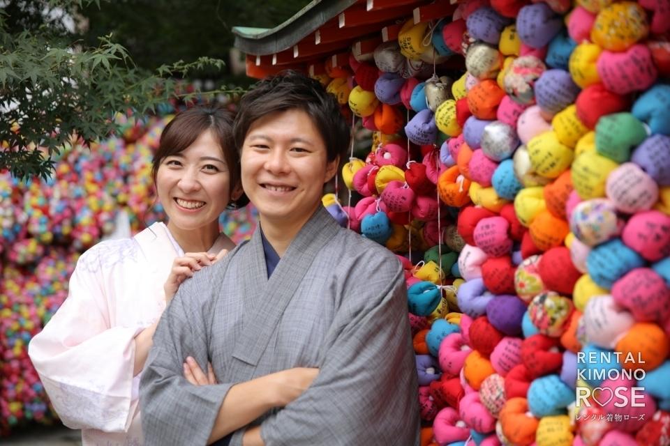 写真:夏の京都・八坂庚申堂や二年坂で新婚様の観光ロケ撮影