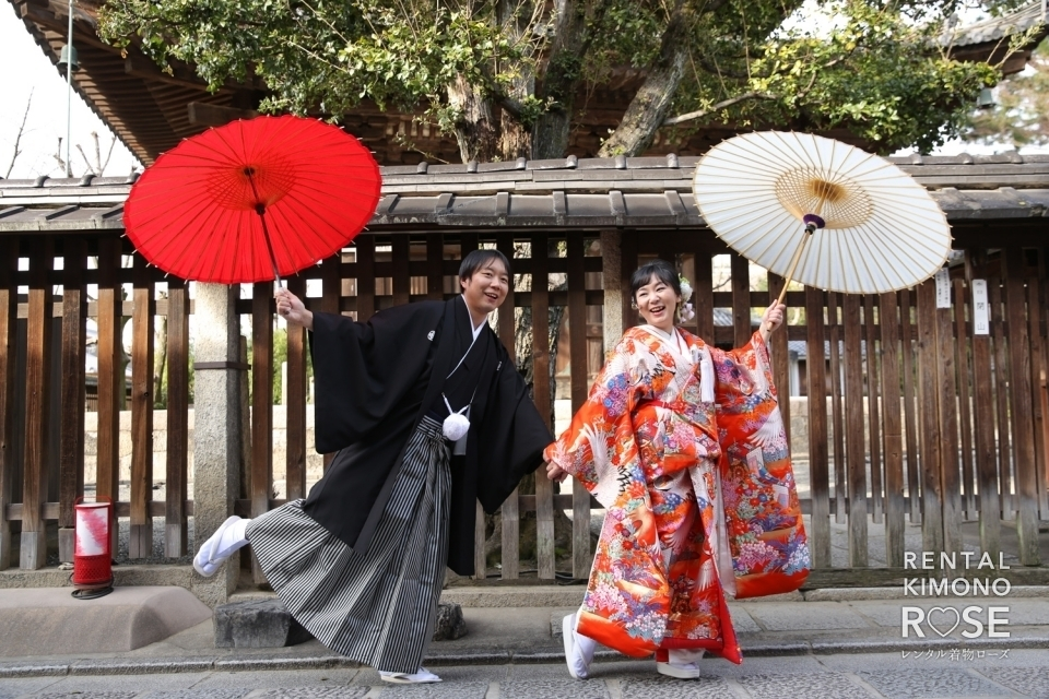 写真:京都・八坂の塔にて色打掛で和装前撮り婚礼ロケーション撮影