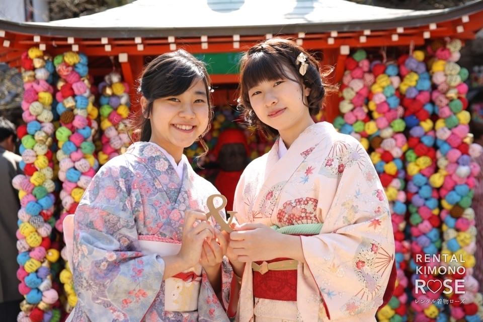 写真:京都・八坂庚申堂や安井金比羅宮で卒業旅行の観光ロケーション撮影