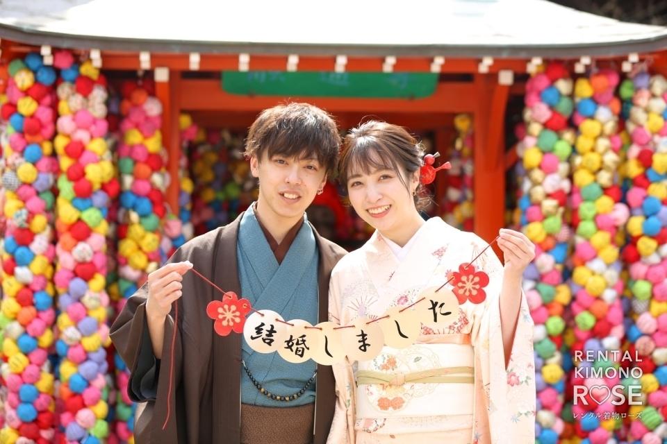 写真:春の京都・八坂庚申堂や高台寺で新婚様の観光ロケーション撮影