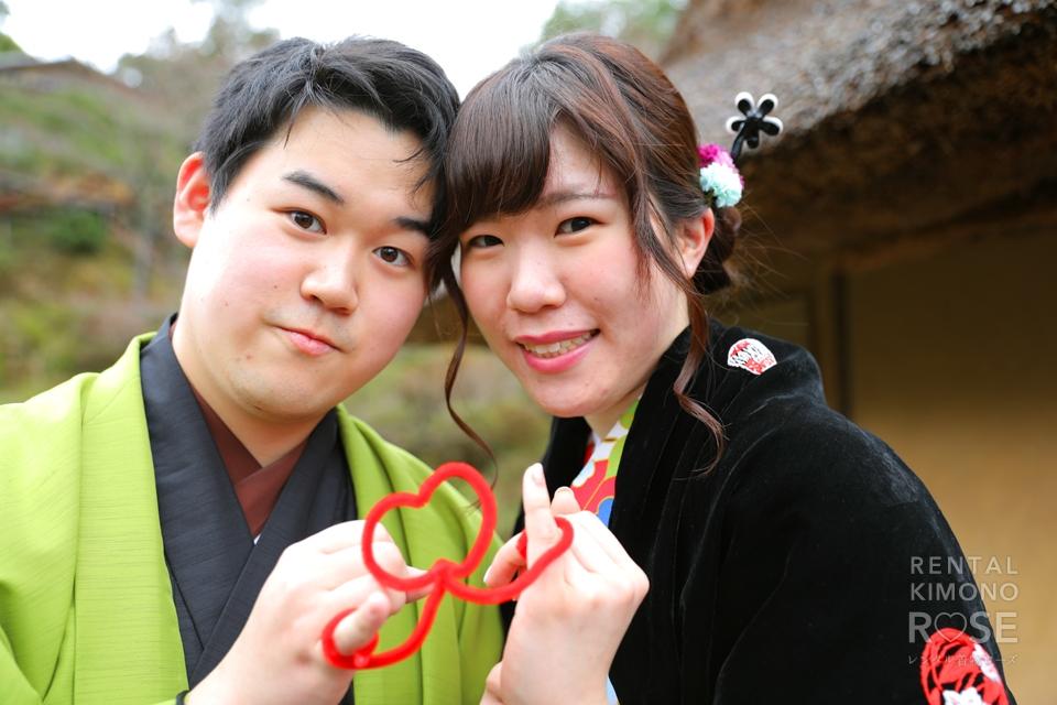 写真:梅が咲く八坂庚申堂で仲良しカップル様ロケ撮影