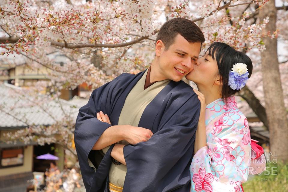 写真:国際的なカップル様と桜の綺麗な京都でロケ撮影