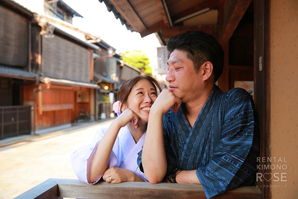 写真:大人の祇園デートはローズの浴衣でシックに