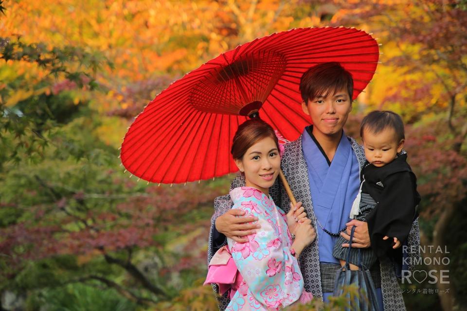 写真:海外より着物のご夫婦と袴のお子さまでロケ撮影