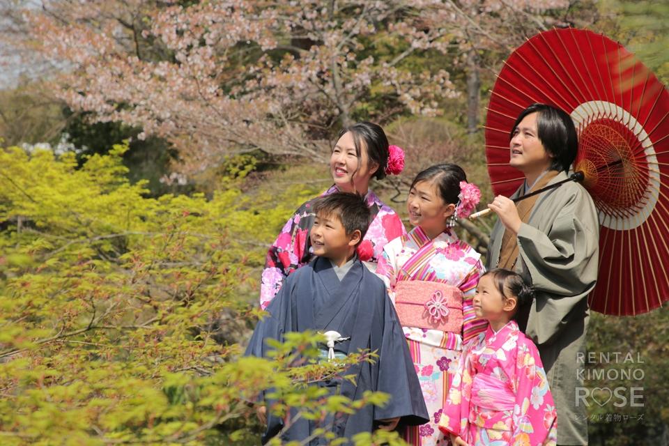 写真:海外からのご家族と着物で京都旅行ロケ撮影
