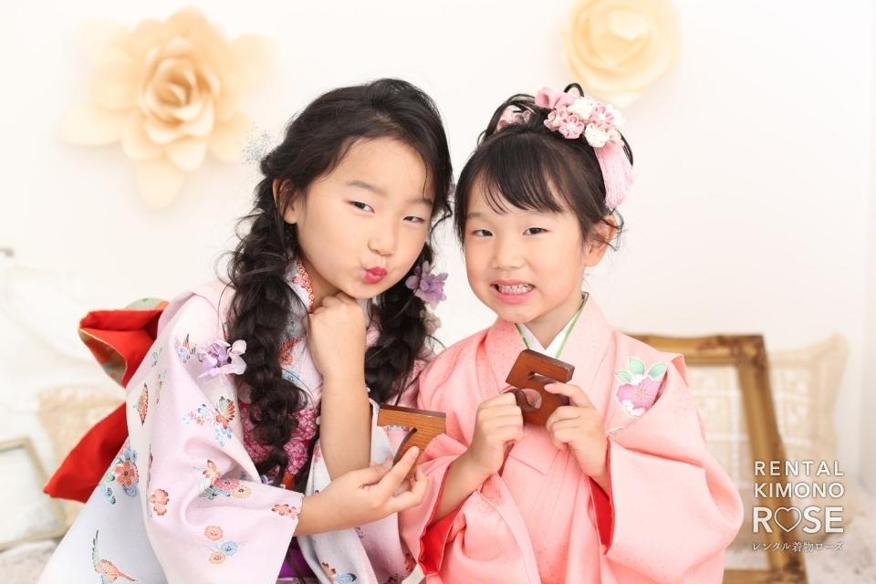 写真:京都東山のスタジオで可愛い被布と四つ身の振袖で七五三撮影