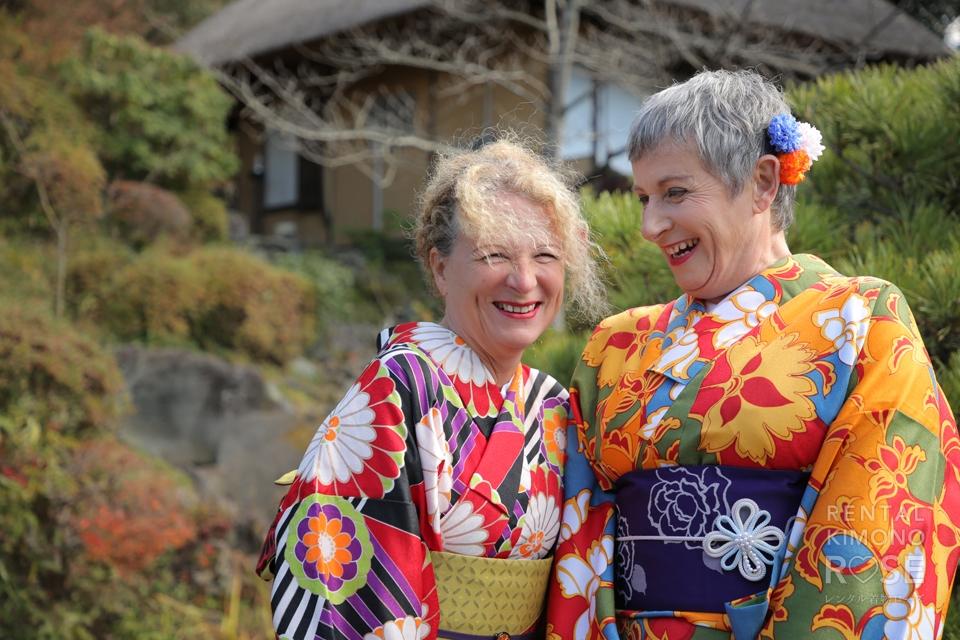 写真:フランスから京都旅行で艶やか着物姿のロケ撮影