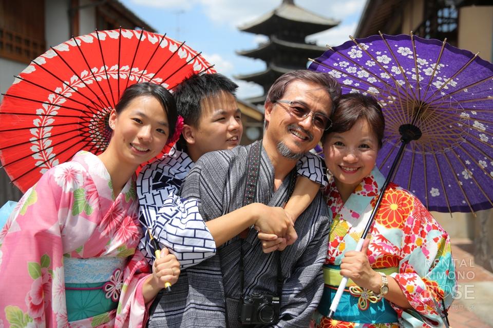 写真:台湾から結婚30周年記念の日本・京都旅行でロケ撮影