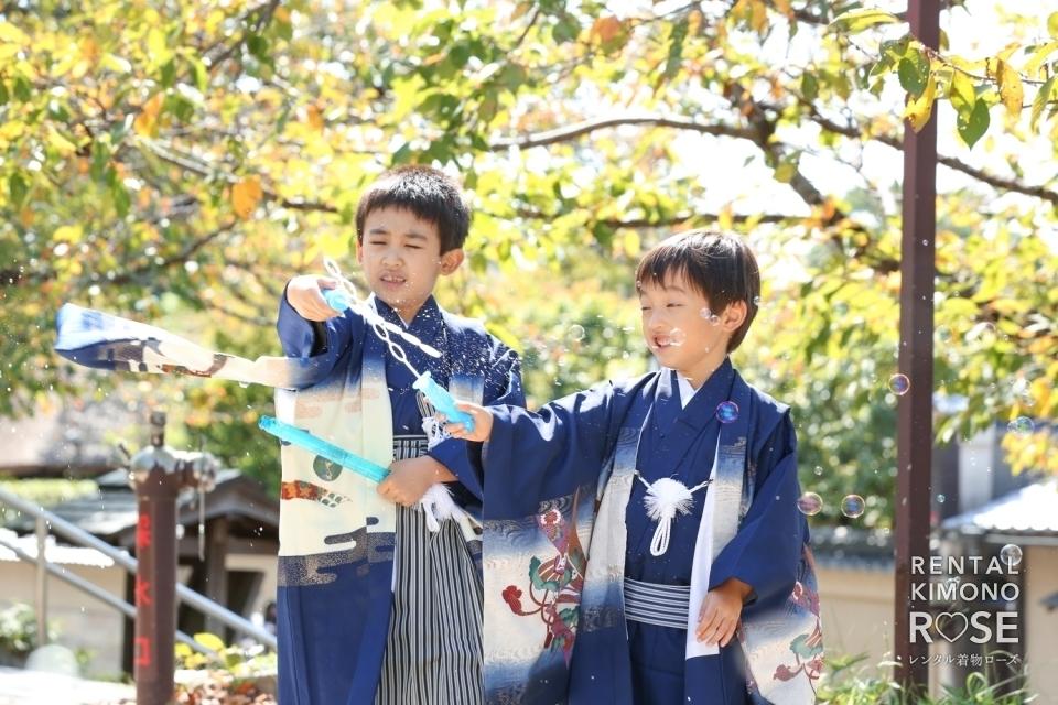写真:京都・東山で兄弟七五三記念にご家族着物でロケーション撮影