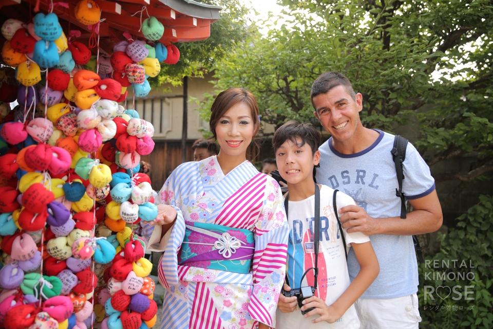 写真:香港からのご家族旅行☆着物姿で京都東山写真撮影へ