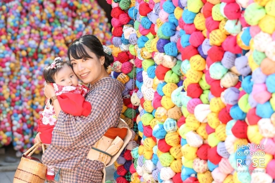 写真:京都・八坂庚申堂にてアンティーク着物で赤ちゃんとロケ撮影