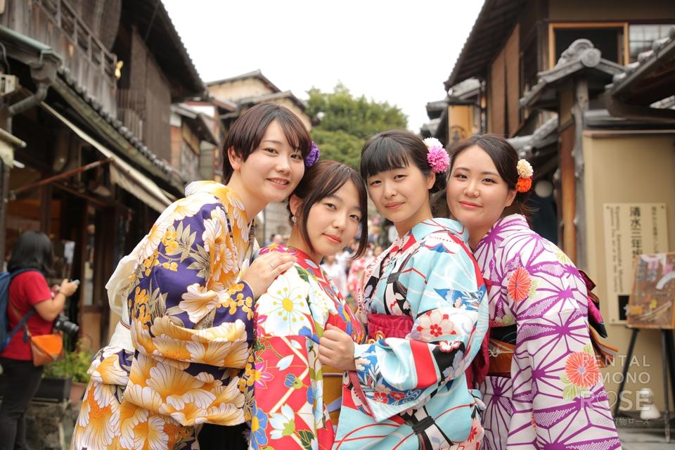 写真:素敵女子4人で東山も揺れる!着物ロケーション撮影