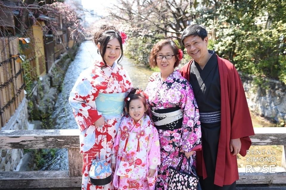 写真:4.4外国からのご家族と祇園桜を散策(〃'ω')=o
