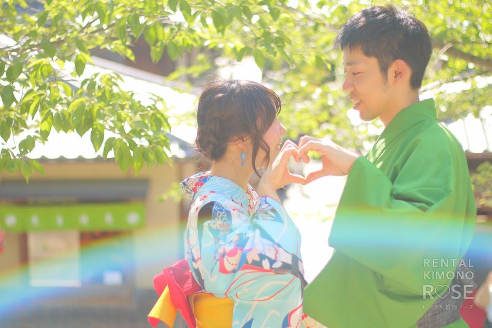 写真:新緑の東山浴衣デートで二人をつなぐ虹色の帯☆