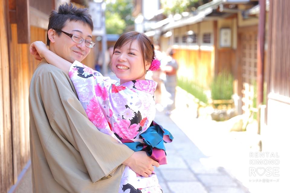 写真:いざ京都へ!新婚旅行のアツアツご夫婦撮影(〃・ω・〃))