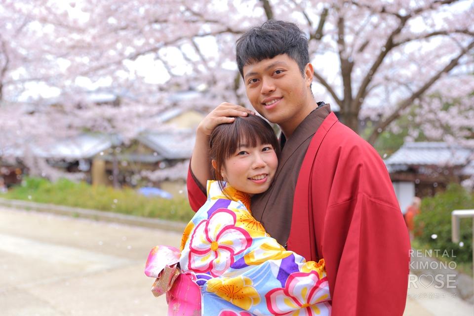 写真:外国からの着物カップル!東山でラブラブフォト♡