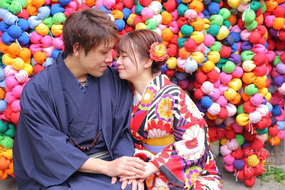 写真:残り桜の薫りを着物姿で楽しむ東山ラブラブツアー