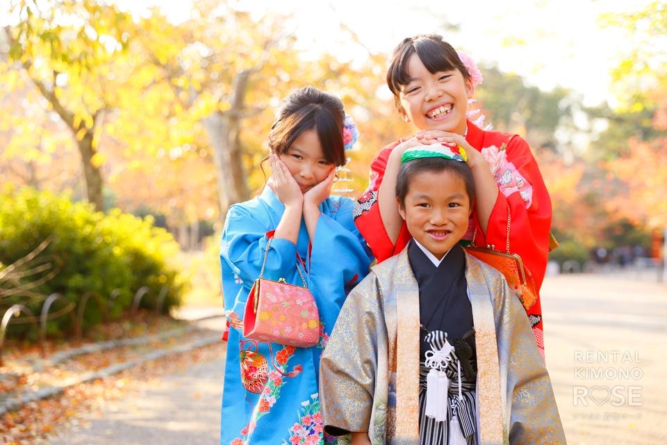 写真:二人姉妹&男の子で華やかな七五三ロケ撮影