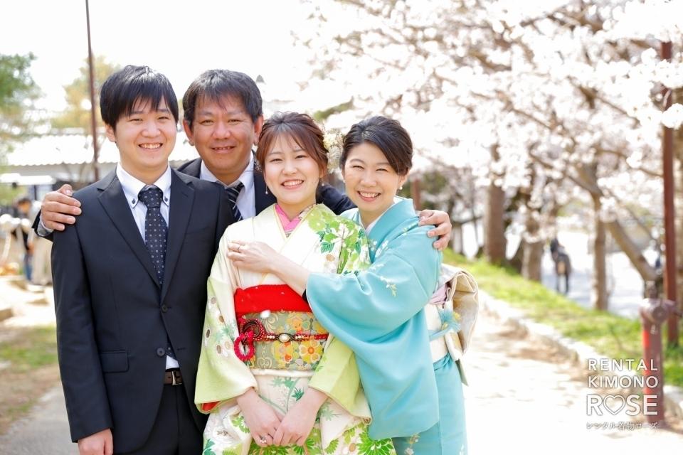 写真:桜咲く京都・高台寺公園にてご家族で成人式振袖持ち込みロケ撮影