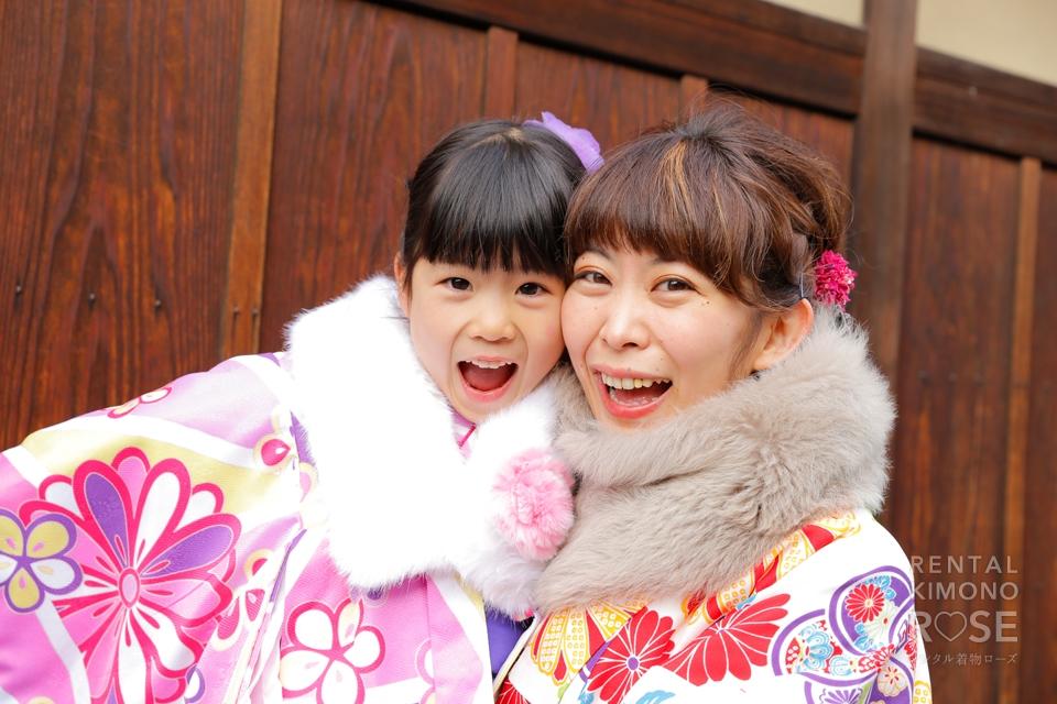 写真:元気で可愛いお嬢さんと母娘京都旅行ロケ撮影