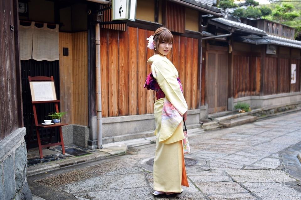 写真:黄色の可愛いお着物で京都探索♪