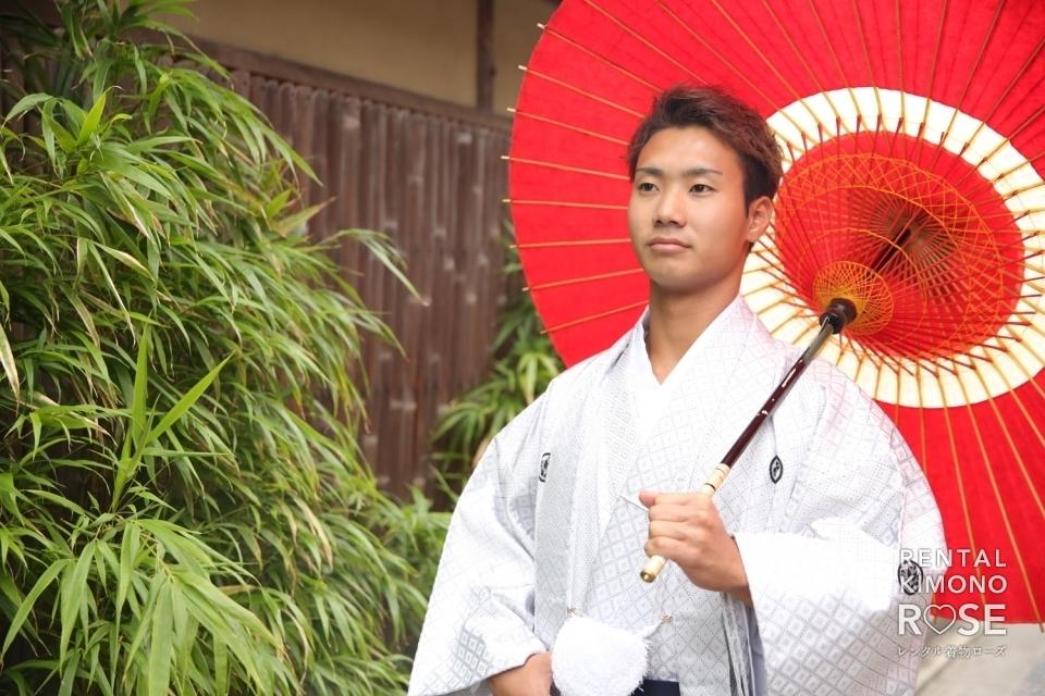 写真:男性羽織袴ロケーション撮影ポーズサンプル