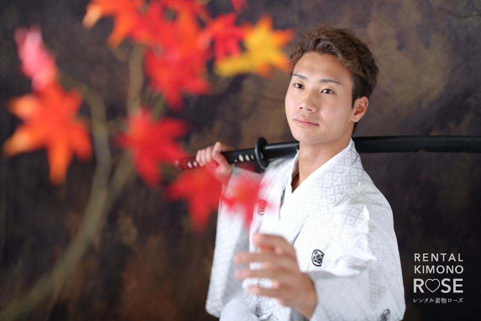 写真:男性羽織袴スタジオ撮影ポーズサンプル